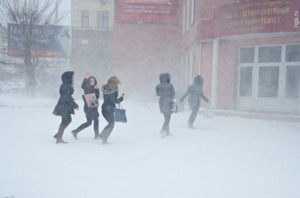 Мигрант преследует школьницу в Красноярске