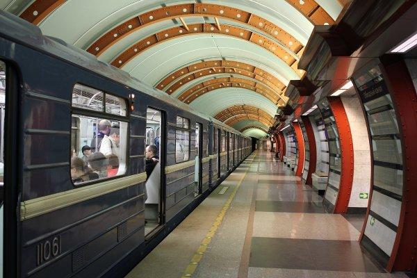 В петербургском метро эксгибиционист напал на детей