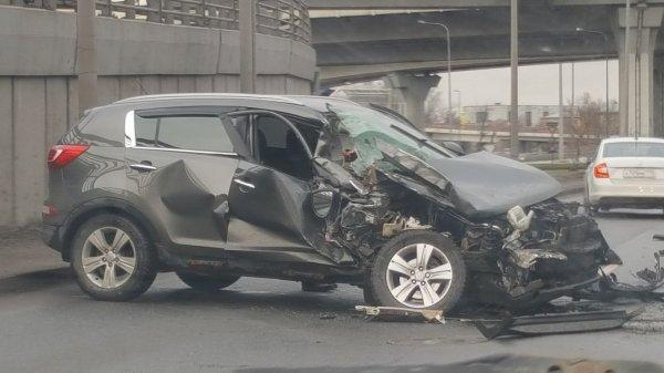 ДТП в Петербурге: Кроссовер Kia врезался в маршрутное такси