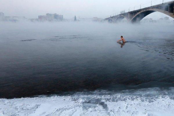 В Красноярской области полицейский вынес на себе едва не утонувшего рыбака
