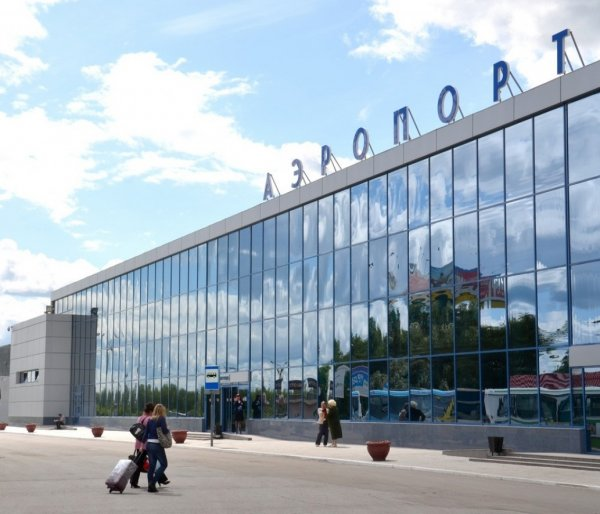 В Омске эвакуировали людей из аэропорта из-за оставленного пакета
