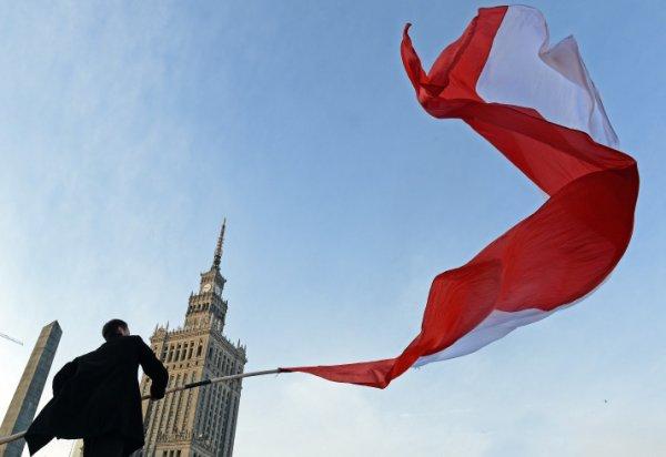 В Польше вандалы атаковали офисы депутатов правящей партии