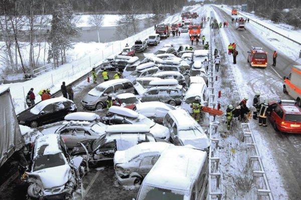 В США в ДТП с участием 35 автомобилей погиб один человек
