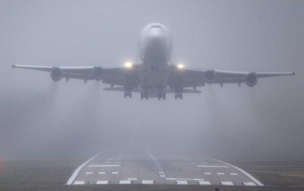 Более 170 рейсов отменили из-за погодных условий в Амстердаме