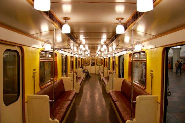 В Москве в вагоне поезда метро умер пассажир