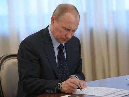 Владимир Путин подписал указ о возобновлении авиасообщения с Египтом