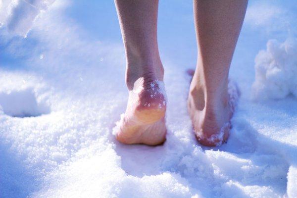 В Воронеже на снегу детально вытоптали мужские гениталии