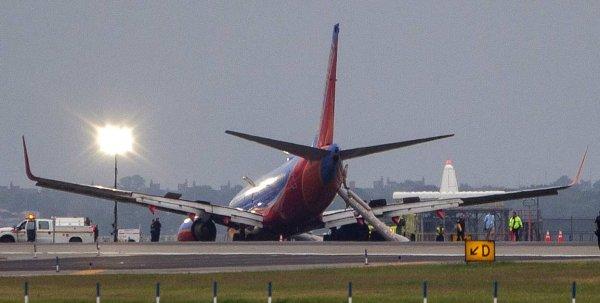 В США самолёт совершил вынужденную посадку из-за грязного туалета