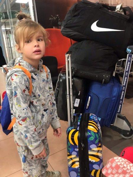 Жену Аршавина выбросили из самолета за дебош
