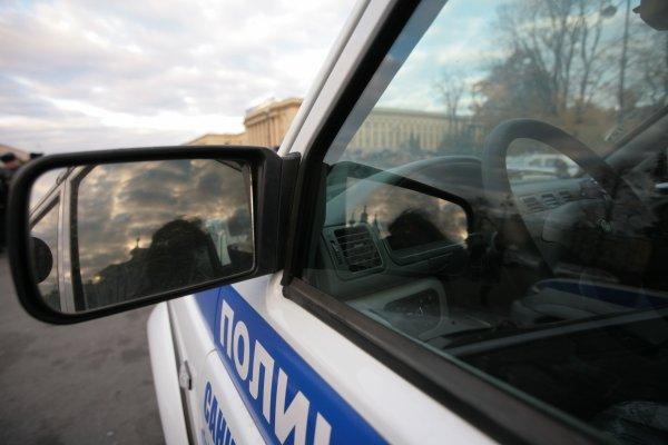 В парадной в центре Петербурга обнаружили тело мужчины на стуле