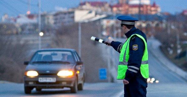 Водитель в Красноярске вёз детей на ёлку в багажнике