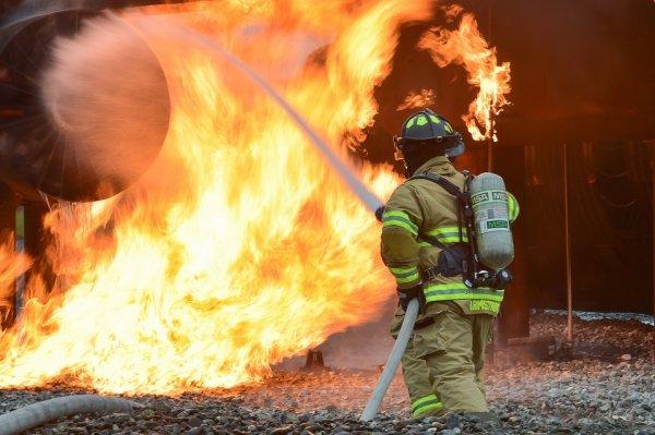 На Урале удалось локализовать возгорание в цехе по производству эпоксидной смолы