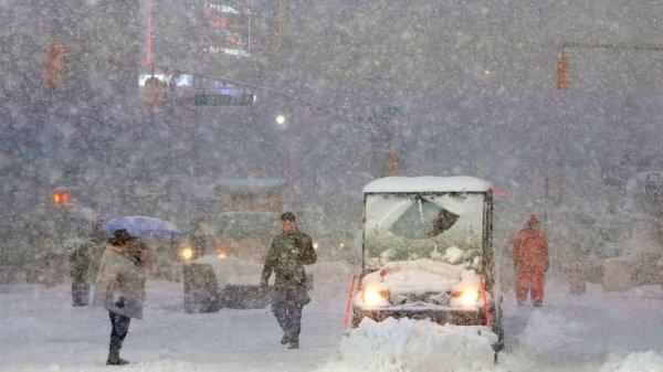 Снежный апокалипсис в Южно-Сахалинске сняли на видео