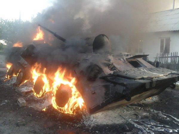 Российский военный сжёг БТР, чтобы разогреть еду
