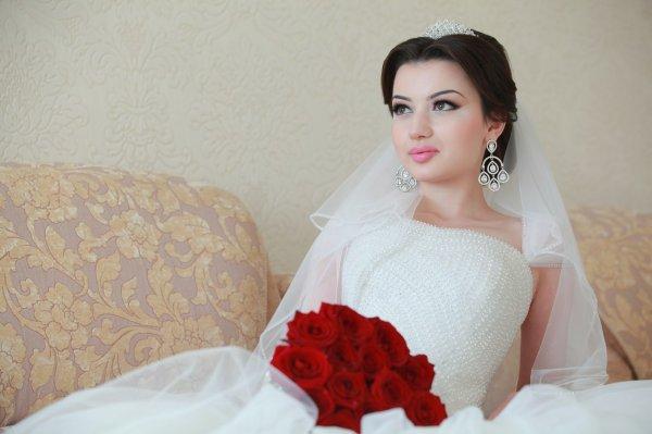 Агрессивный дагестанский жених силой добивался поцелуев от невесты