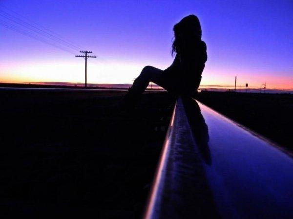 В Казахстане девушка лишилась ноги, попав под поезд