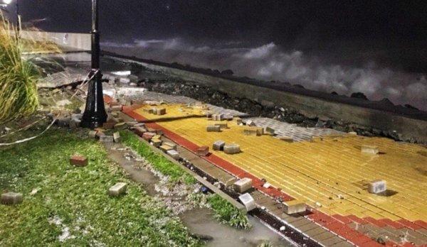Олимпийскую набережную в Сочи разрушил шторм