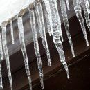 В Москве на голову пожилой женщине угодил кусок льда