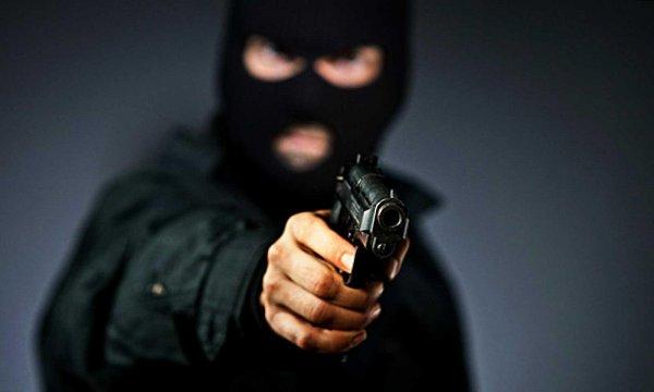 В Ленинградской области школьница обезоружила бандита