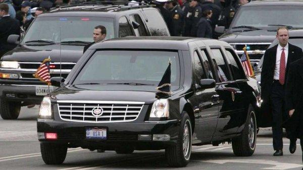 СМИ: Автомобиль из кортежа Трампа совершил наезд на полицейского в Давосе