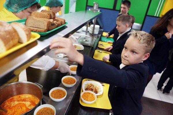 В Екатеринбурге 14-летнему школьнику запретили обедать с одноклассниками