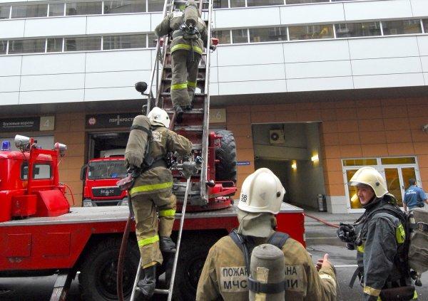 В Краснодаре загорелся крупный торговый центр