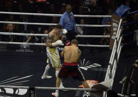 Александр Усик выиграл бой против Майриса Бриедиса. ВИДЕО