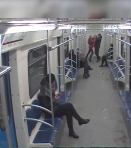 В Москве смелая девушка наказала вора в метро