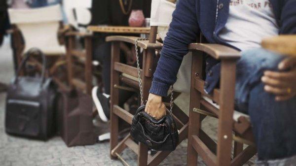 Житель Новгородской области украл сумочку у посетительницы кафе