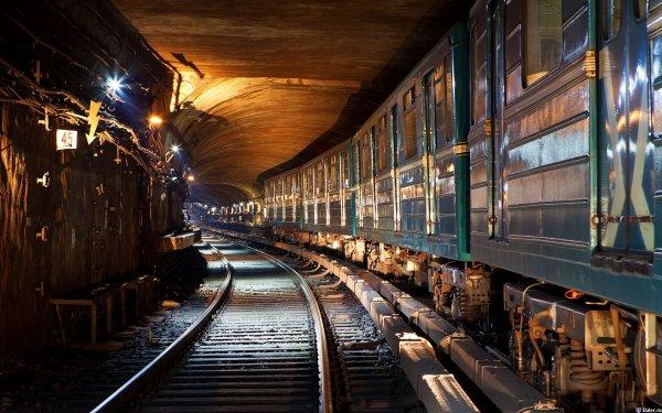 В тоннеле метро в Москве застрял поезд с людьми
