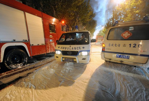 В результате наезда автомобиля в Шанхае госпитализированы 18 человек