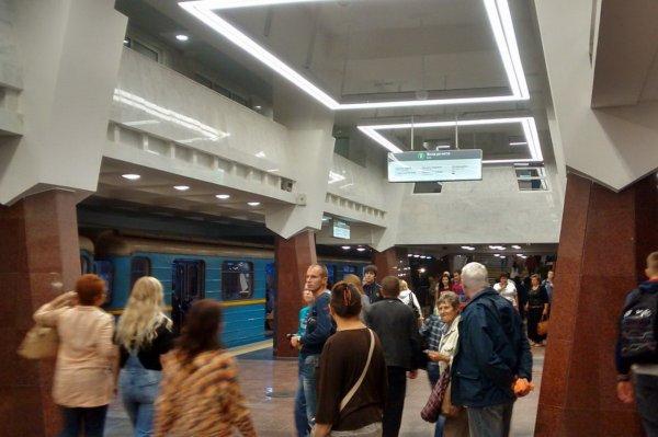 На станции метро Москвы «Таганская» пьяный студент упал на рельсы