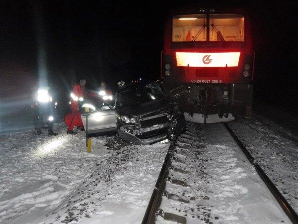 Столкновение авто с поездом в Подмосковье попало на видео