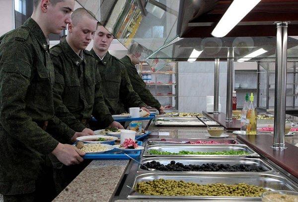 В Пскове двое военных продавали солдатскую еду пивному бару