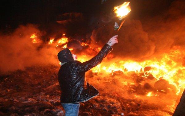 В Украине бросили коктейль Молотова в здание союза венгров