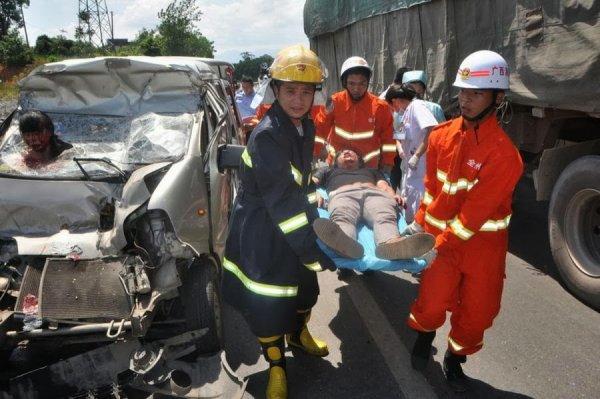 В Китае на скоростном шоссе столкнулись 53 машины