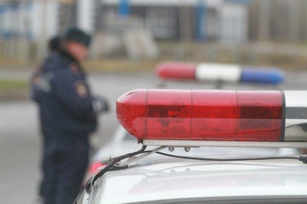 В Москве прохожие помогли выбраться водителю из расплющенной машины