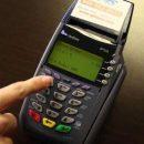 Россияне смогут снимать наличные с банковских карт на кассах магазинов