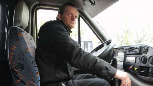 В Ростове водитель маршрутки бросал сдачу прямо под ноги пассажиров