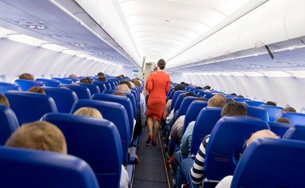 Пьяный пассажир пытался закурить и устроил драку на борту самолета