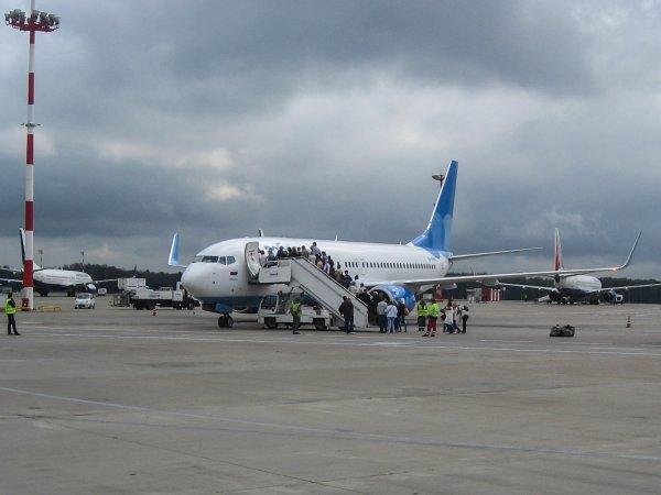 Из-за неисправности двигателя самолёт с пассажирами вернулся во Внуково