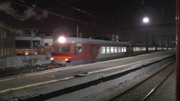 В Москве под колесами поезда погибли мужчина и женщина