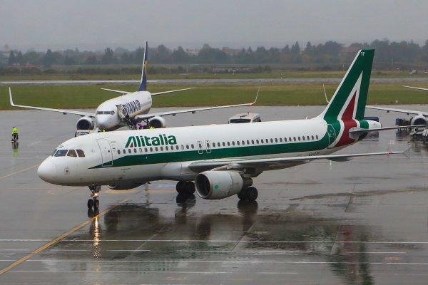 Самолёт в Бухаресте задел хвостом полосу при взлёте