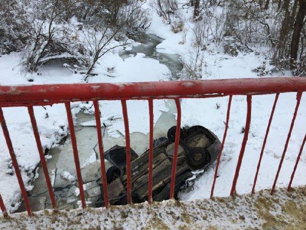 В Москве автомобиль упал в реку, погиб один человек