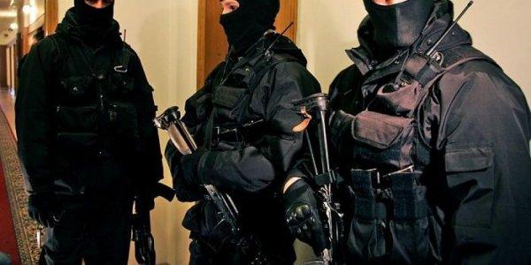 Сотрудники ФСБ изьяли документацию в одном из офисов банка «Финам»