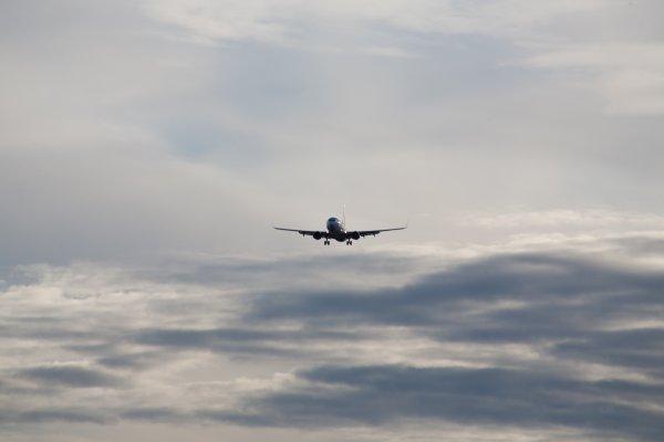 Летевший в Якутск самолет вернулся в Благовещенск из-за отказа двигателя