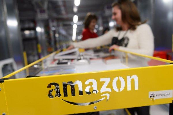 Хакер рассылает пользователям Amazon секс-игрушки