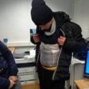 Украинцы примотали к телу 20 кг сыра и колбасы для провоза в Крым