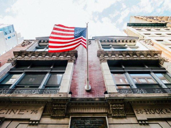 В Черногории на здание посольства США совершено нападение