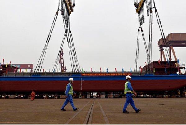 В Китае грузовое судно затонуло после столкновения с пассажирским